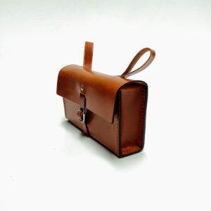 Bolsa de herramientas marrón con hebilla
