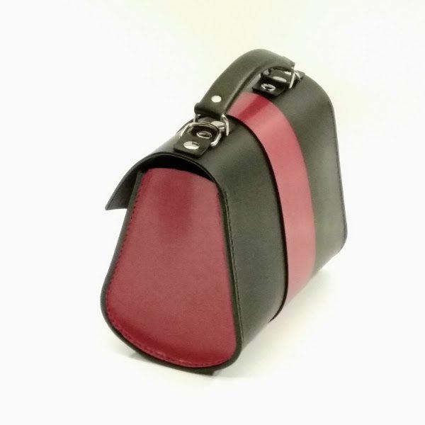 bolso de mano negro vista lateral