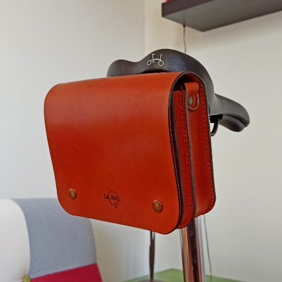 Shoulder bag for the saddle of your bicycle
