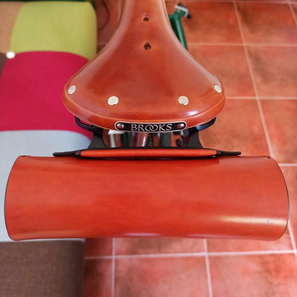 Vista superior sillín con bolso