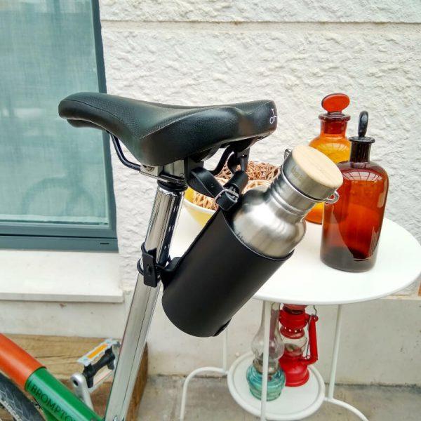 Black bottleholder under saddle