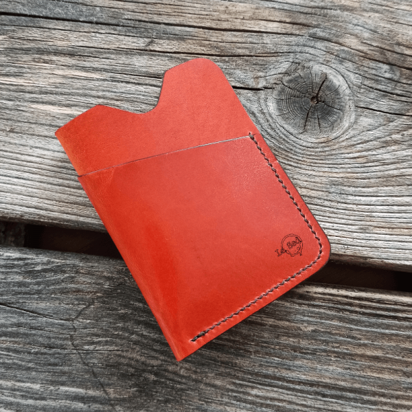empty minimalist card holder